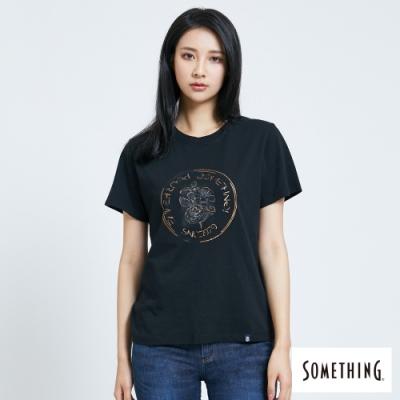 SOMETHING 燙金箔印花 短袖T恤-女-黑色