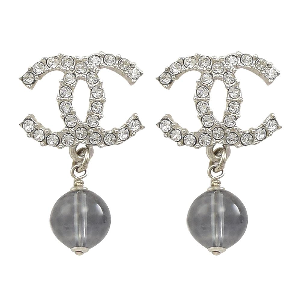 CHANEL 經典水鑽雙C LOGO灰藍珠珠耳環(銀)