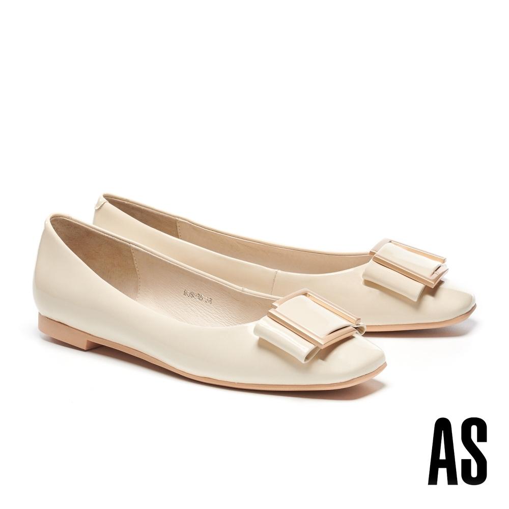 低跟鞋 AS 時尚金屬帶釦全真皮方頭低跟鞋-米