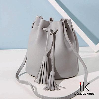 iK-純色皮革流蘇繫帶水桶肩背 斜背包 4色