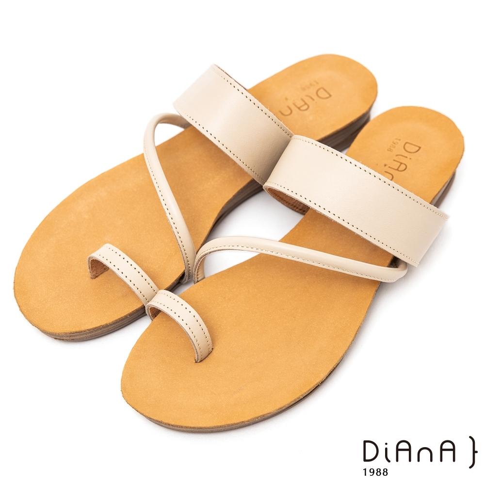 DIANA質感牛皮簡約繞帶圓頭夾腳平底涼拖鞋-簡約有型–米