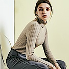 SQUA 高領坑條針織上衣-三色