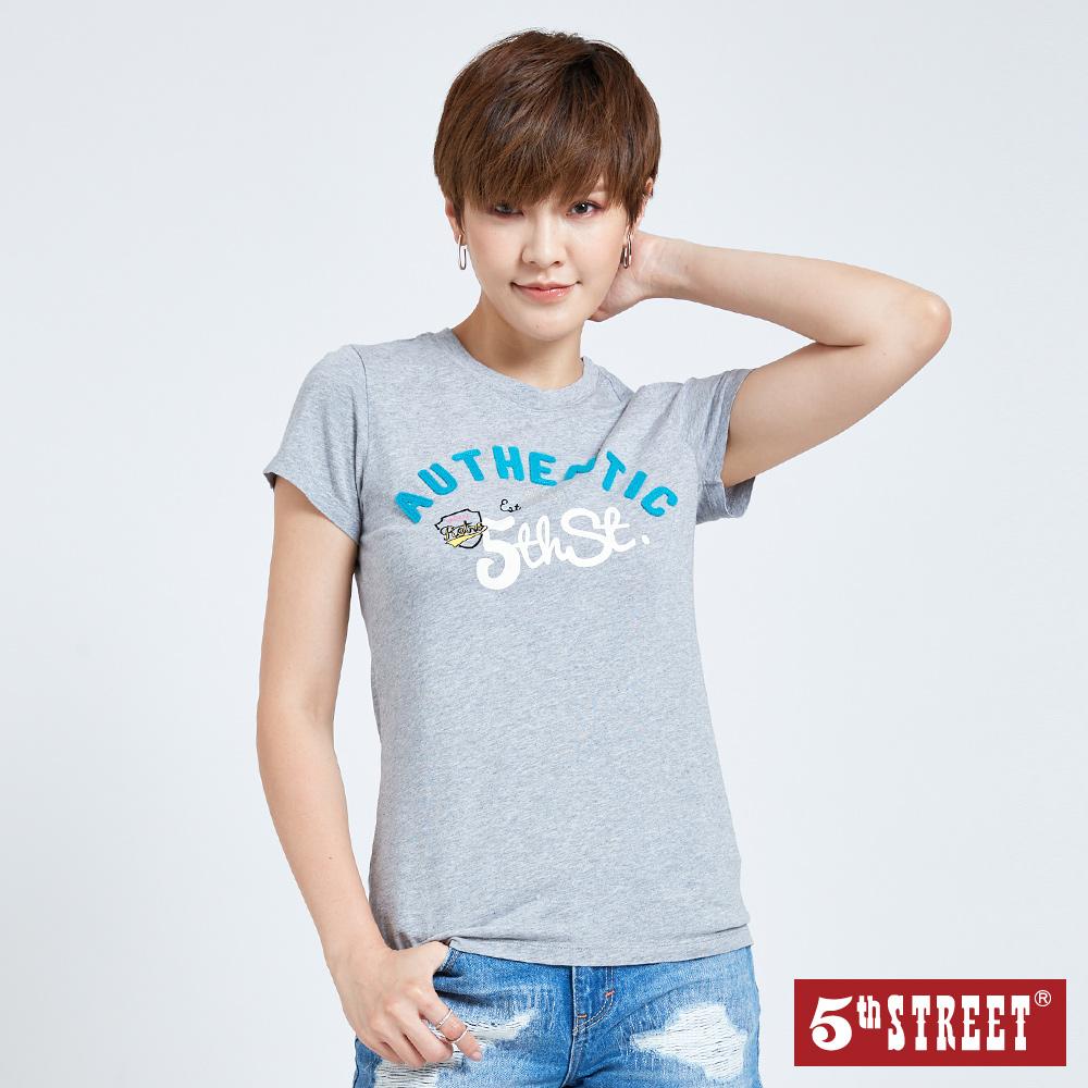 5th STREET 貼布繡基本短袖T恤-女-麻灰色