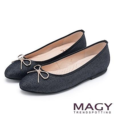MAGY 清新甜美女孩 水鑽五金蝴蝶結牛仔布面平底鞋-黑色