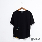 gozo 符號別針幾何拼接壓褶上衣(黑色)