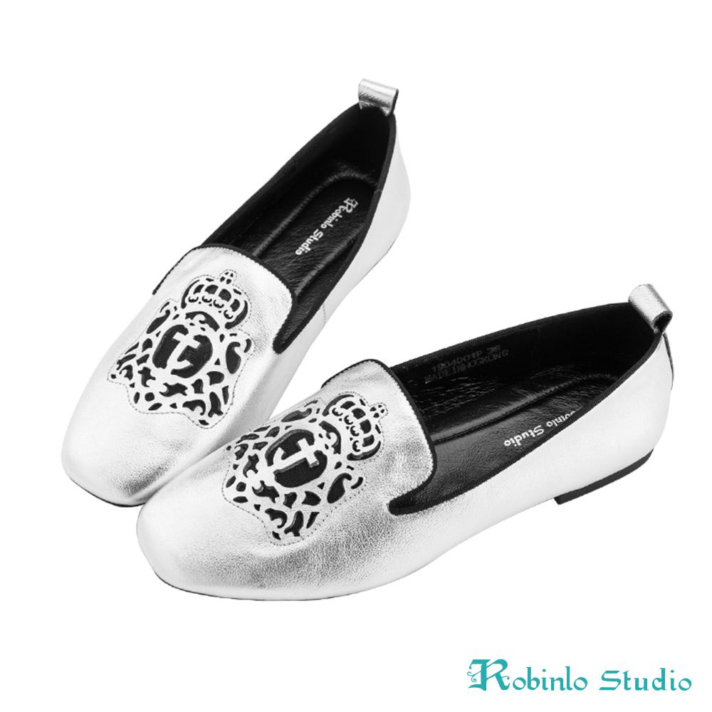 Robinlo 嬉皮圖騰沖孔軟皮革方頭平底鞋 銀