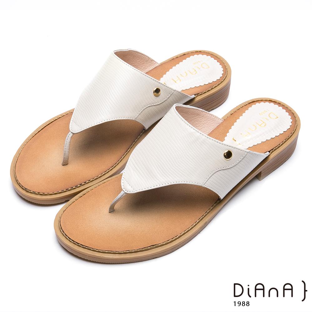 DIANA蜥蜴紋牛皮夾腳平底涼拖鞋-摩登時尚-米