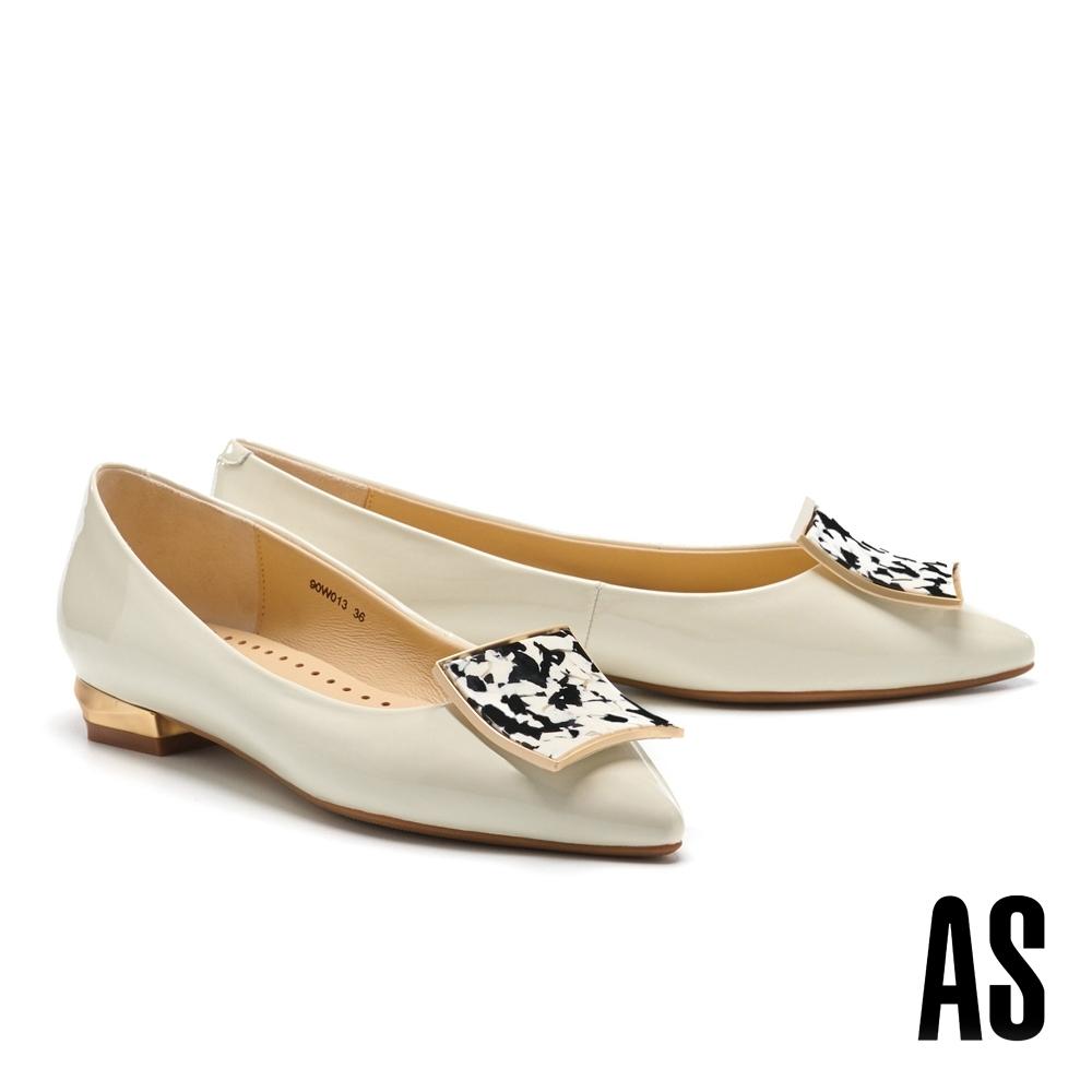 低跟鞋 AS 輕奢時髦石紋金屬方釦羊麂皮尖頭低跟鞋-白