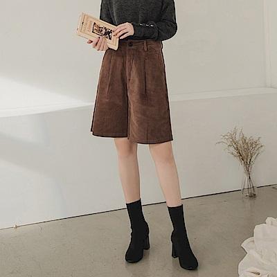純色燈芯絨面磨毛寬鬆修身五分褲-OB大尺碼