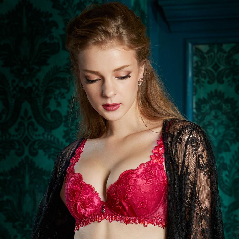 莎露-聚焦鎂光  D罩杯內衣(紅)奢華蕾絲-深V包覆