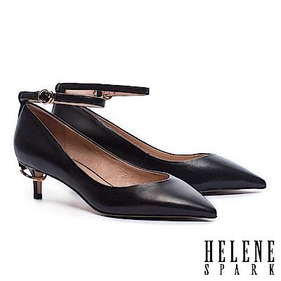 高跟鞋 HELENE SPARK 典雅摩登圓環飾跟繞帶羊皮尖頭高跟鞋-黑
