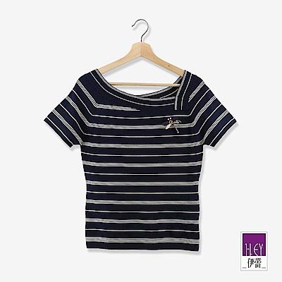 ILEY伊蕾 彈力不對稱領條紋針織上衣(藍)
