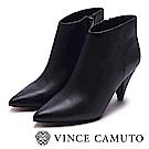 VINCE CAMUTO 尖頭素面梯形高跟踝靴-黑色