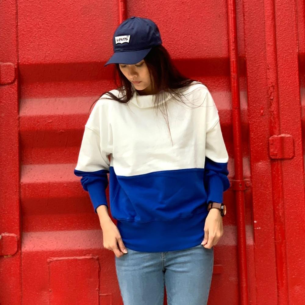 Levis 女款 高領大學T 寬鬆落肩設計 湛藍色塊拼接 內刷毛