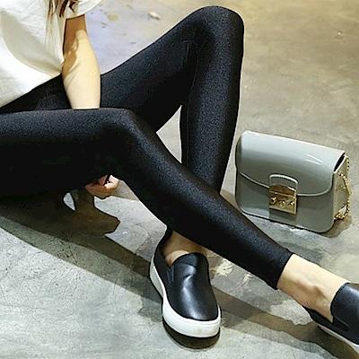 La Belleza貓咪吊飾側口袋光澤感亮面九分內搭褲(加大)