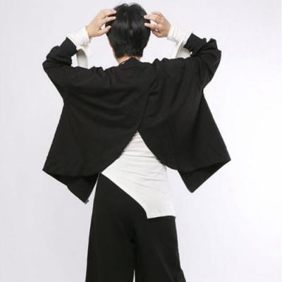 設計所在Style-黑色外套圓領後開叉休閒長袖不規則上衣