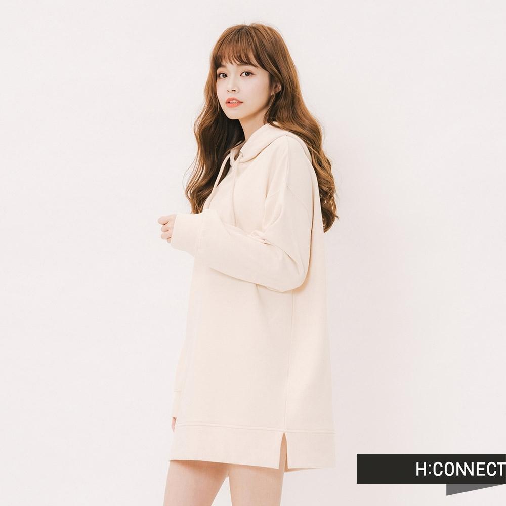 H:CONNECT 韓國品牌 女裝 - 休閒素面微長版帽T-卡其