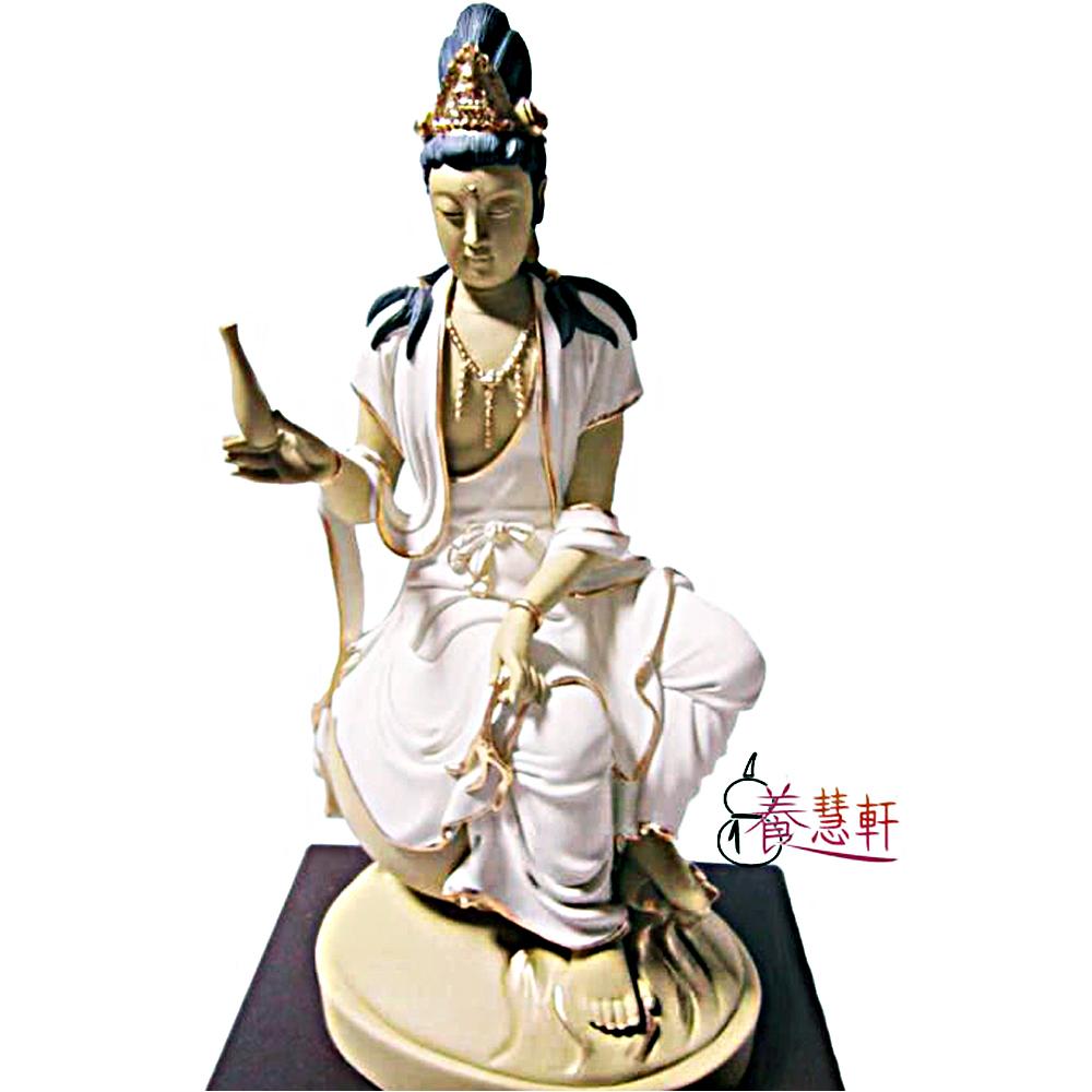 養慧軒 金剛砂陶土精雕大佛像 7寸半(23.5cm) -水月觀音(白衣,含木製底座)