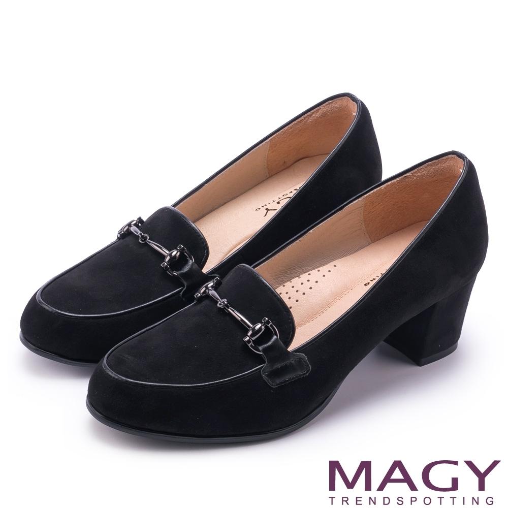 MAGY 氣質首選 金屬飾釦絨布中跟鞋-黑色