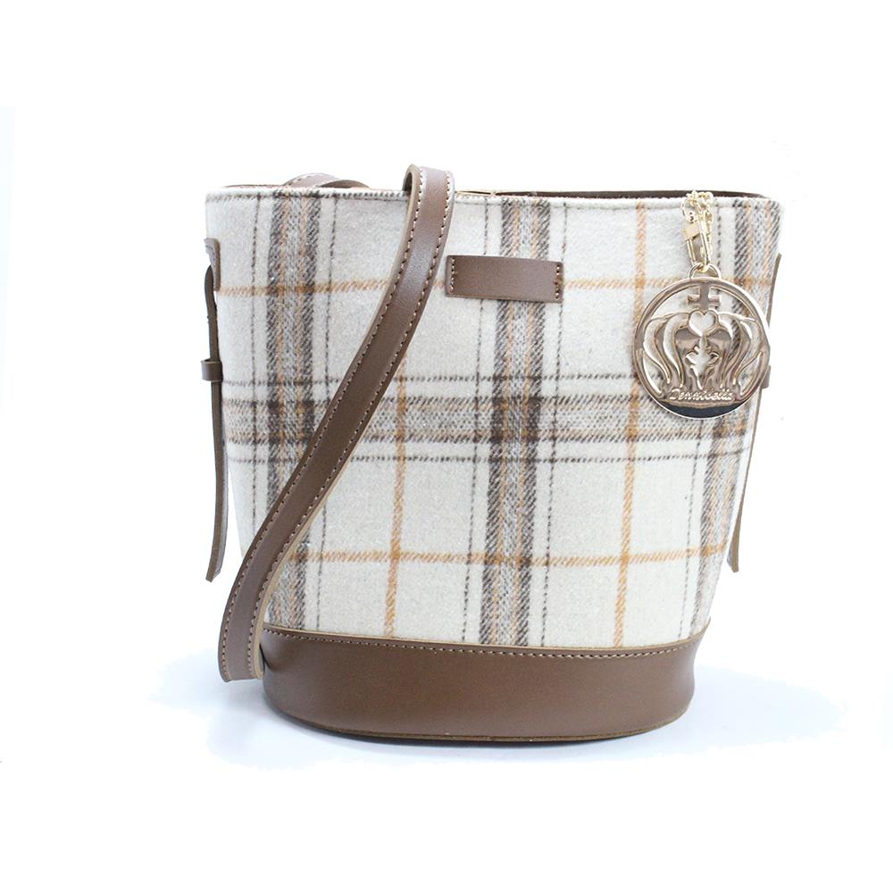Dennibella 丹妮貝拉-暖呼呼系列-斜背水桶包-牛奶糖咖啡色