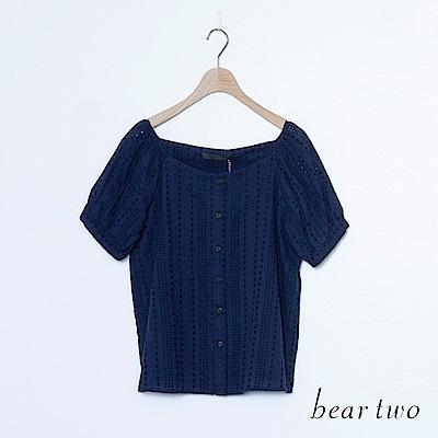 beartwo 古典鏤空排釦方領上衣(二色)