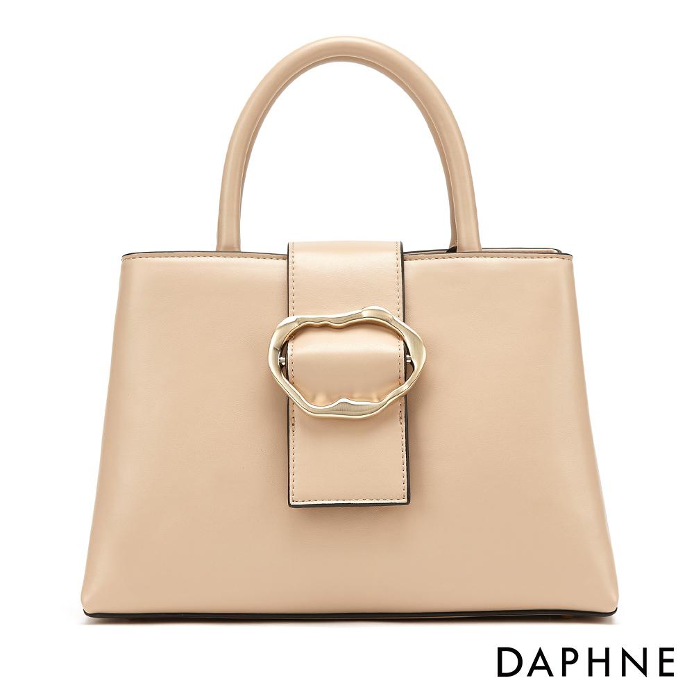 達芙妮DAPHNE-溫婉不規則圓扣時尚手提包-杏色