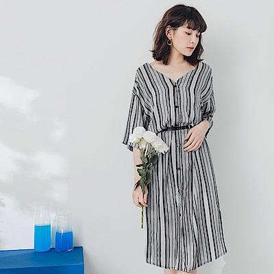 不易皺圖騰直條紋V領雪紡寬鬆襯衫洋裝-OB嚴選