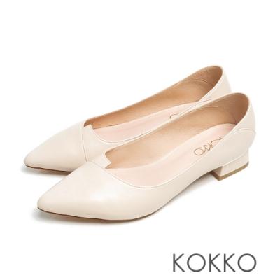 KOKKO經典尖頭素面剪裁綿羊皮方粗跟鞋奶霜白