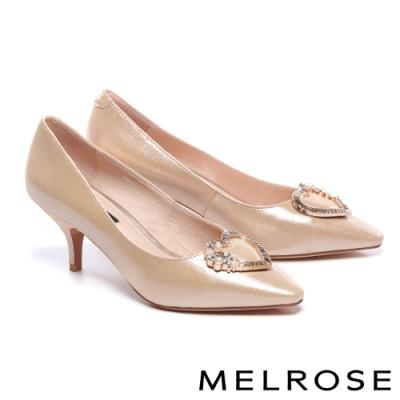 高跟鞋 MELROSE 時尚別致珍珠晶鑽愛心飾釦尖頭高跟鞋-金