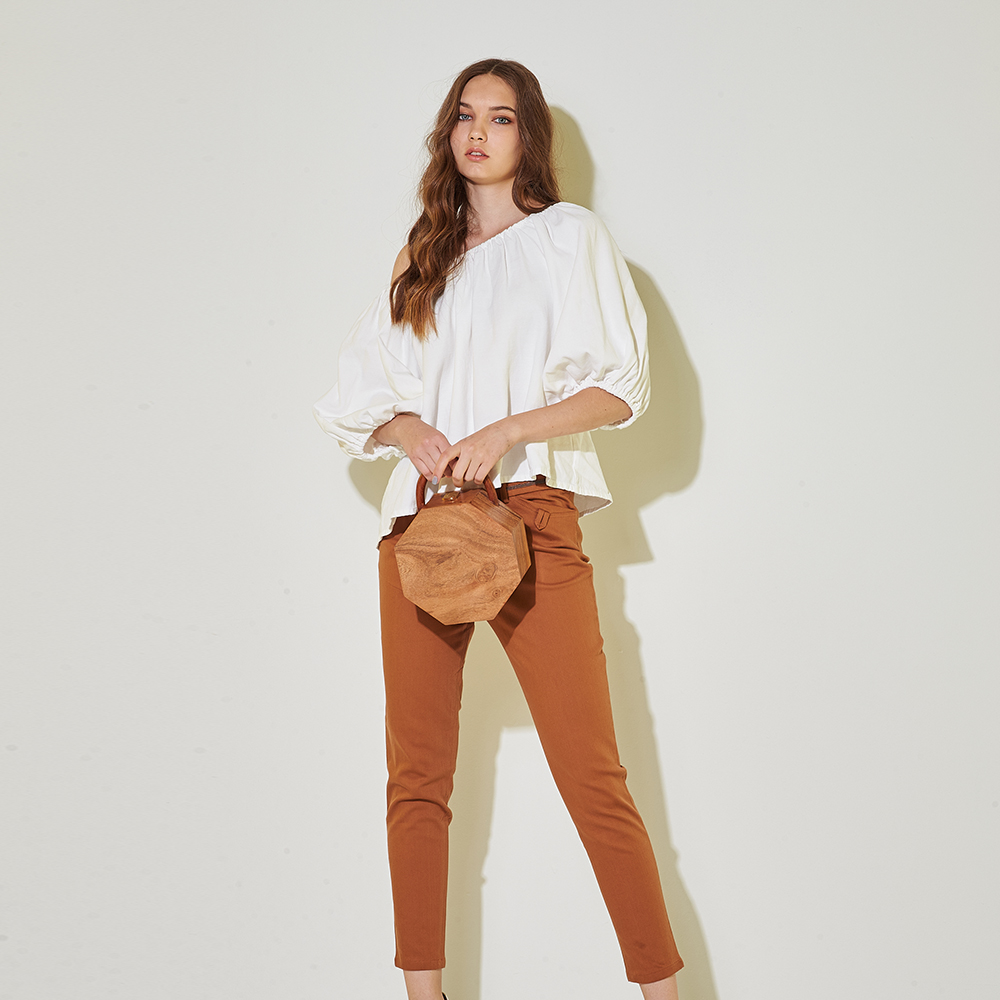 Chaber巧帛 時尚簡約百搭挺版修身鉛筆造型長褲-咖