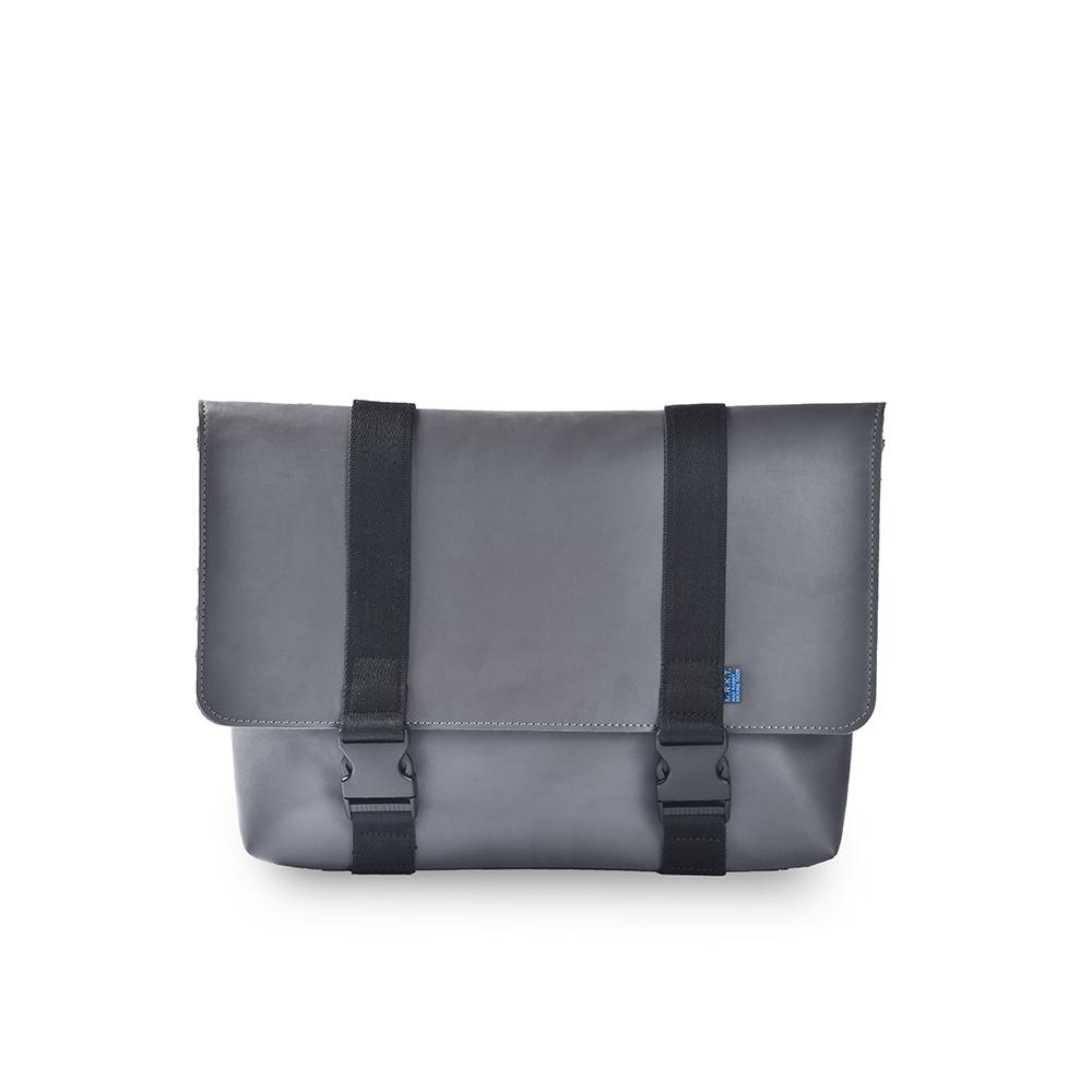 M.R.K.T. 素皮革經典滑面斜背包-161488A GREY(灰色)