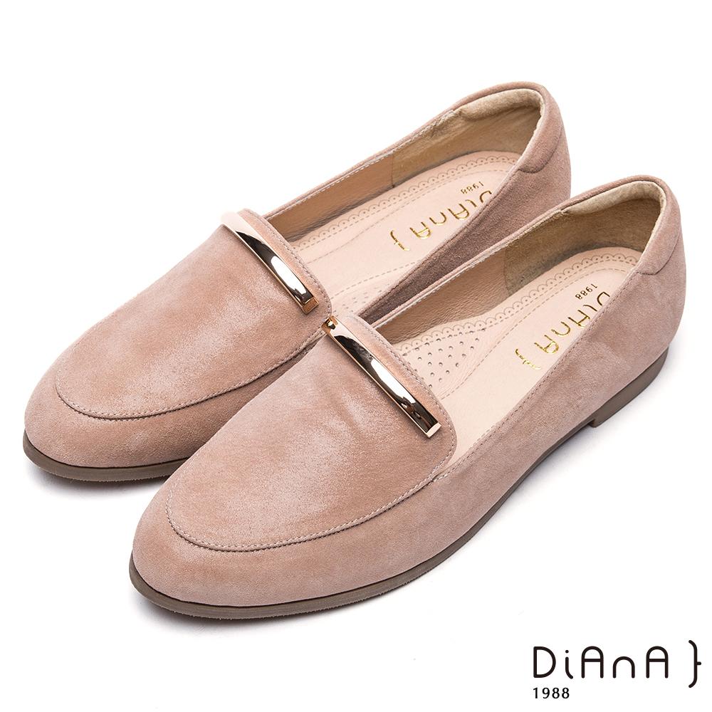 DIANA 漫步雲端超厚切焦糖美人--簡約金屬片飾真皮休閒鞋-卡其