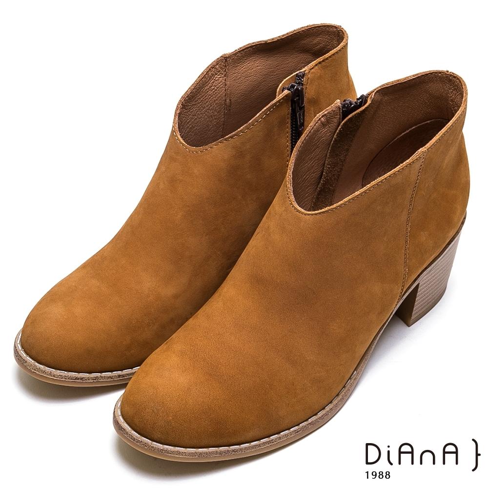 DIANA 經典真皮側拉鍊粗跟短靴-率性經典-棕