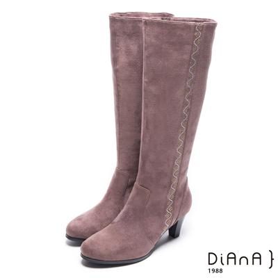 DIANA 低調奢華–簡約耀眼亮鑽羊絨修飾長靴-棕