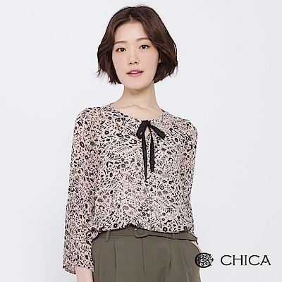 CHICA 花藝鳥語圖騰百褶袖設計上衣(2色)