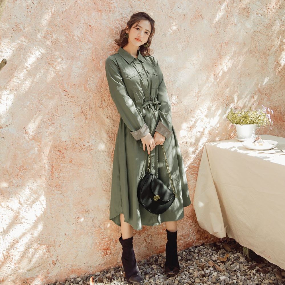 iMODA STAR-臧芮軒。兩穿式純色微光澤修身綁帶襯衫領風衣外套/洋裝
