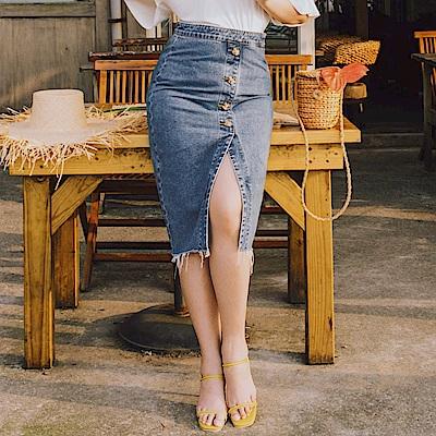AIR SPACE LADY 中大尺碼 不收邊排釦丹寧牛仔鉛筆裙(藍)