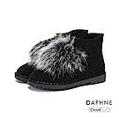 達芙妮DAPHNE 短靴-素色綴毛球雲軟圓頭厚底短靴-黑