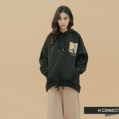 H:CONNECT 韓國品牌 女裝-抽繩下擺圖印帽T-黑