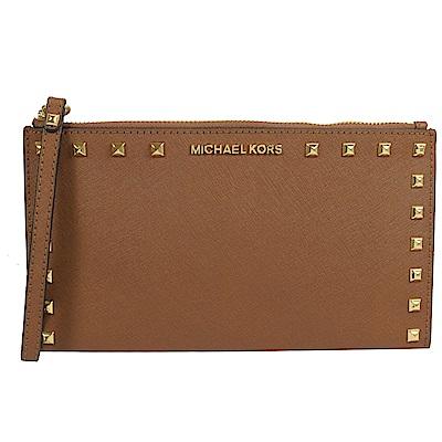 MICHAEL KORS SANDRIVE 鉚釘裝飾防刮牛皮大手拿包(咖)