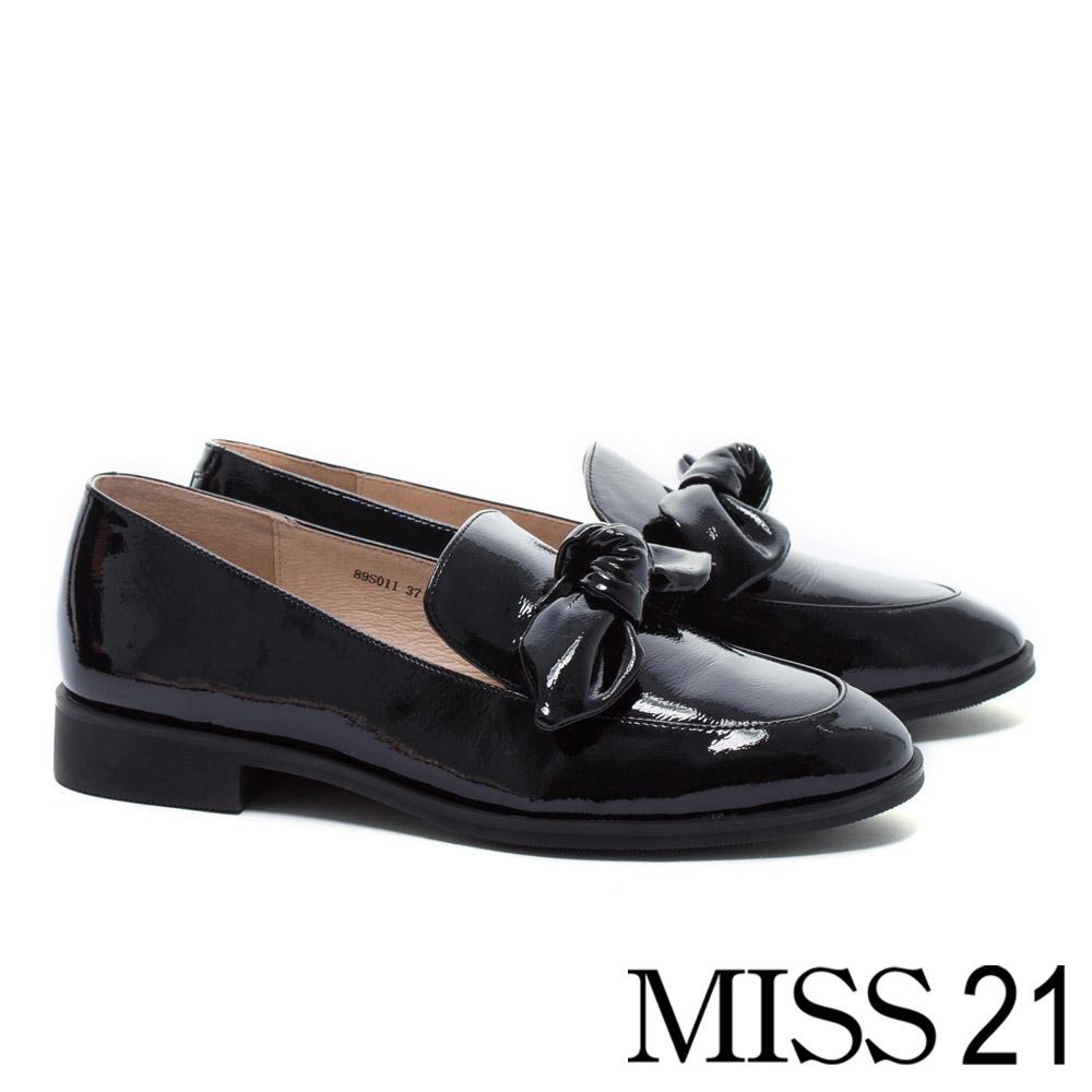 低跟鞋 MISS 21 經典復古俏皮立體蝴蝶扭結全真皮樂福低跟鞋-黑