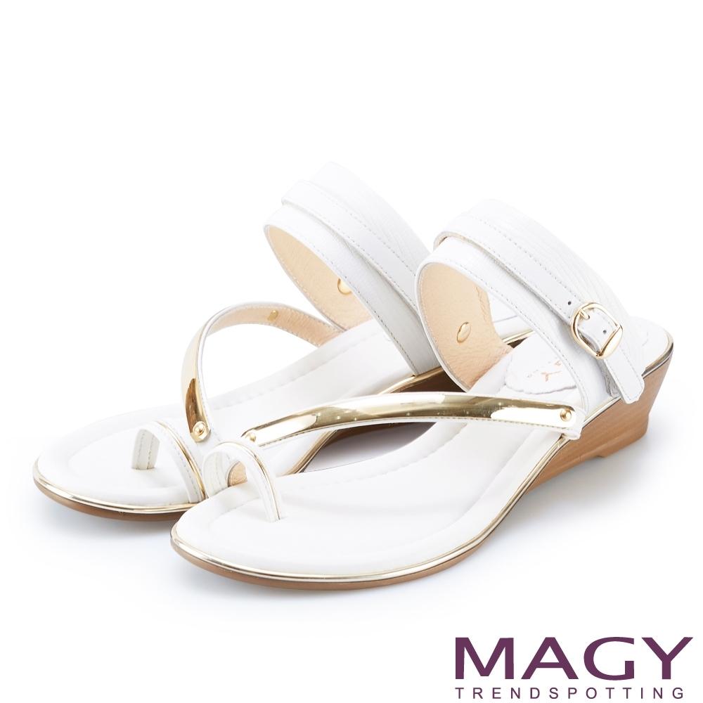 MAGY 金屬斜邊牛皮兩穿套指涼拖鞋 白色