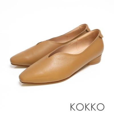 KOKKO - 永恆的期盼深V軟墊羊皮小方頭鞋 - 焦糖棕