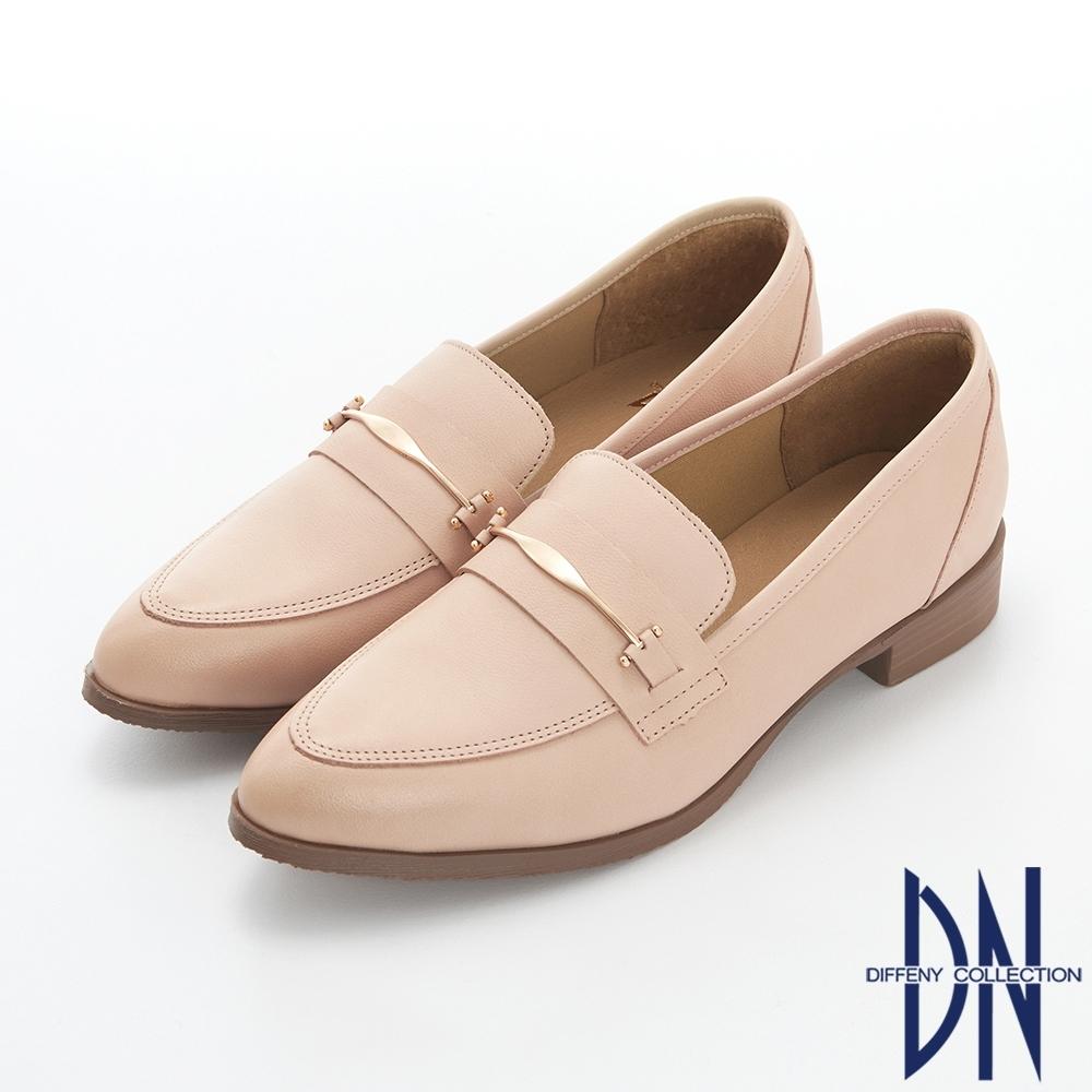 DN樂福鞋_MIT素面金屬扣飾牛皮尖頭樂福跟鞋-米