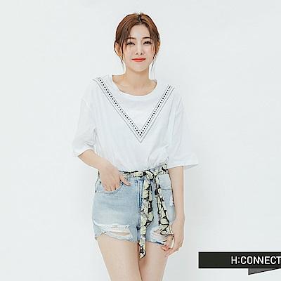 H:CONNECT 韓國品牌 女裝-V領刺繡造型上衣-白