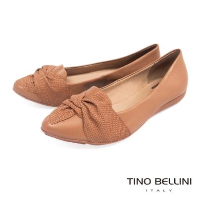Tino Bellini巴西進口蛇紋皮扭結平底鞋_棕
