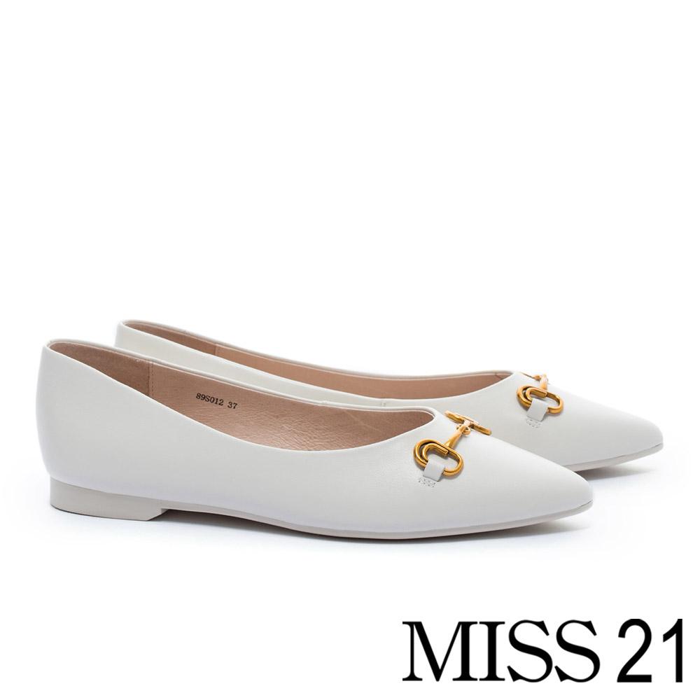 低跟鞋 MISS 21 復古金屬釦環全真皮尖頭低跟鞋-米