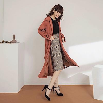 純色仿麂皮琥珀排釦點綴附腰帶修身長袖外套/洋裝-OB大尺碼