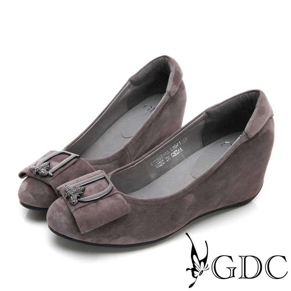 GDC-低調真皮質感扣飾楔型鞋-灰色