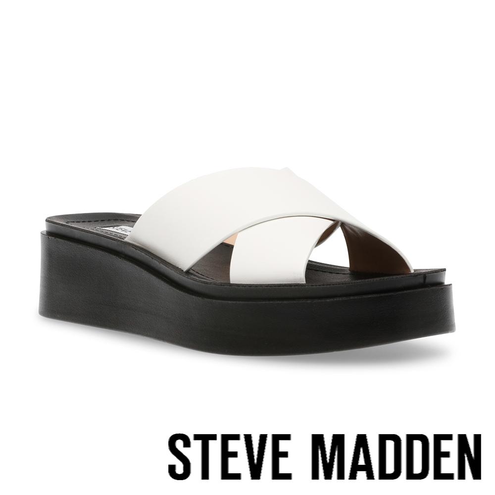 STEVE MADDEN-ESTEEM 交叉帶厚底涼拖鞋-白色